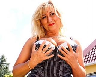 Blonde matrue slut masturbating outside