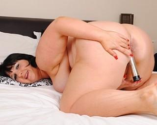 Stuffing Mature Pussy 71