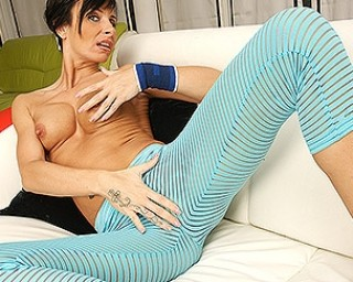 Hot MILF in a special workout session