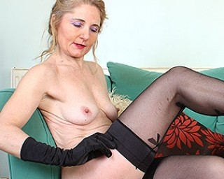 This housewife loves to strip and play with herself