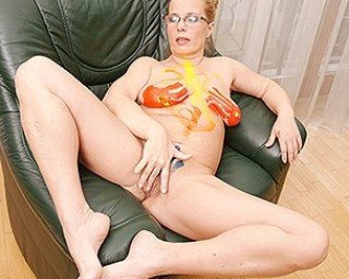 Creative housewife getting naughty during painting