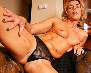Naughty blonde MILF playing on her couch with her wet pussy