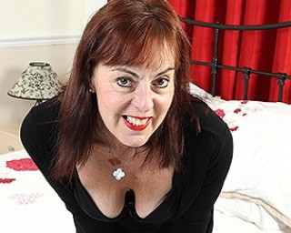 Kinky British housewife loves peeing bananas and buttplugs