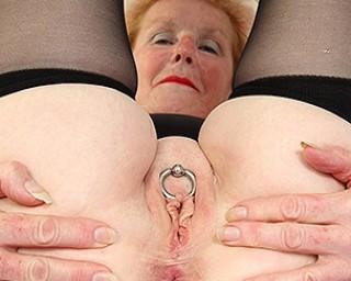 Kinky British mature slut with a big clitpiercing masturbating