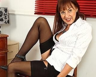 Hairy British mature lady getting naughty