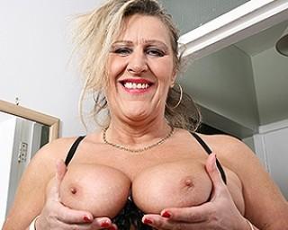 British mature lady getting very naughty