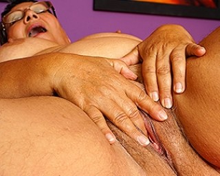 This chubby mature lady plays with her pussy