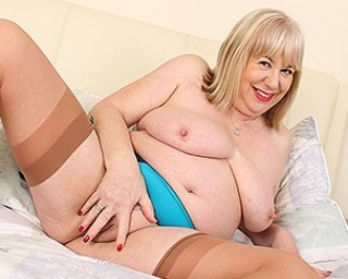 Chubby British mature slut playing with her pussy