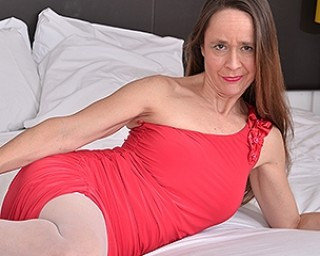 Unshaved British mature lady playing with herself