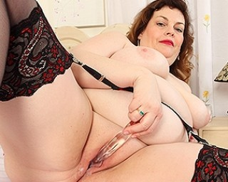 Horny British Mature BBW playing with herself