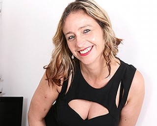 This naughty British mom loves to play alone
