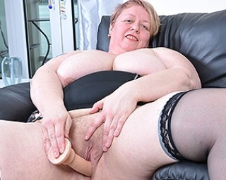 Horny mature BBW playing with herself