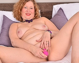 British housewife getting wet and wild in bed