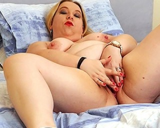 Curvy British housewife playing with her pussy