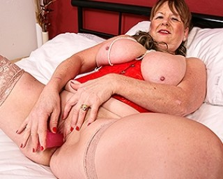 Naughty British mature lady getting frisky