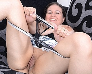 Big breasted housewife Denise Davies loves playing alone