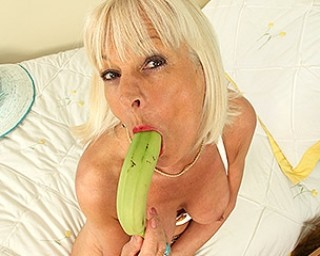 British Mature Elaine loves to play with a banana