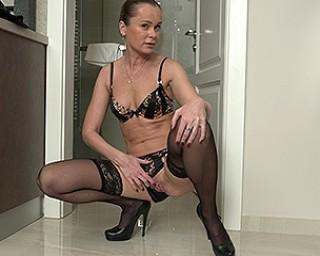 naughty housewife Nika playing with herself