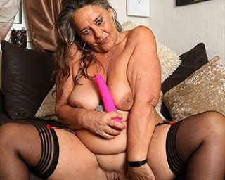 This older mature lady loves to get wet