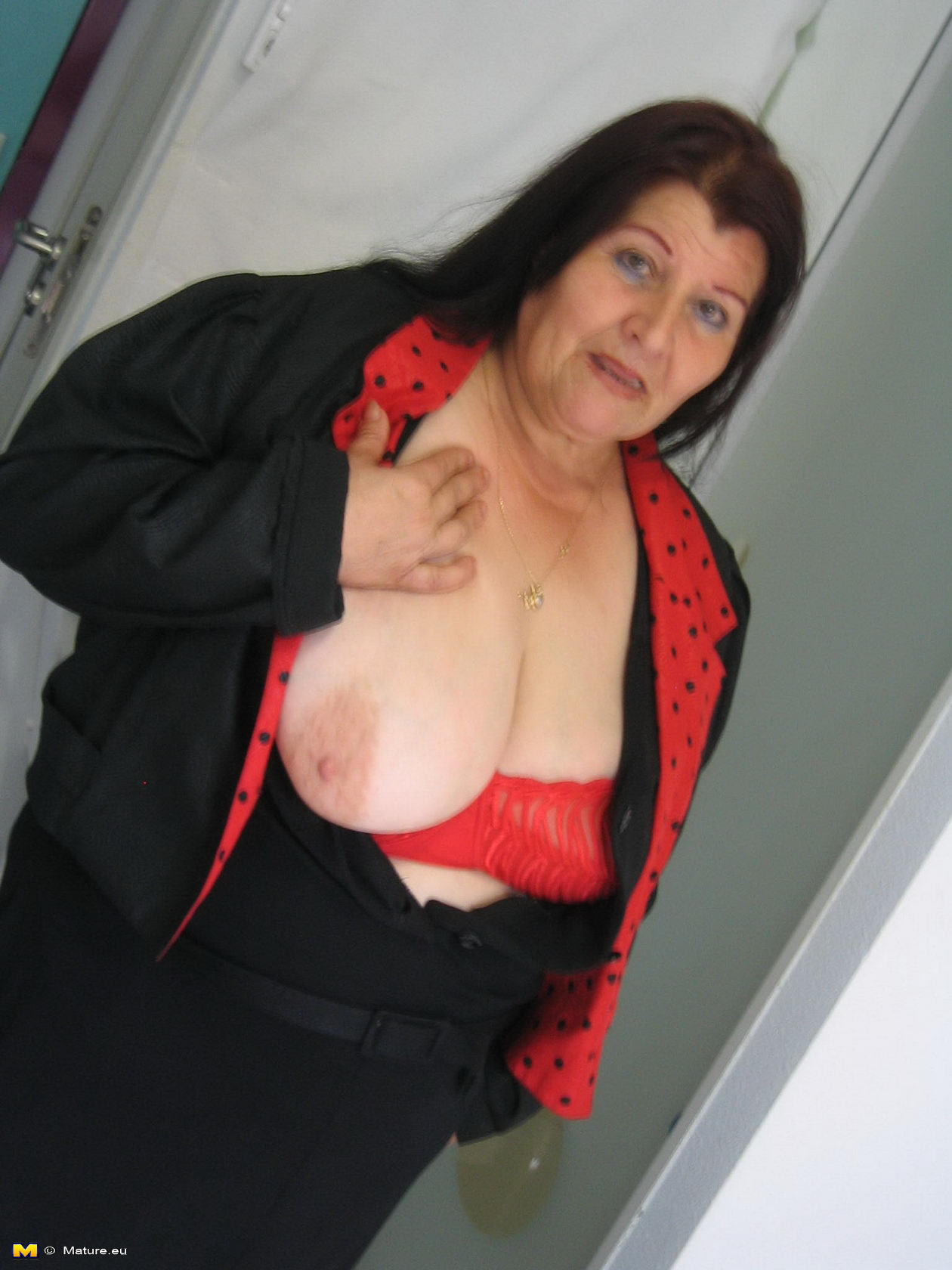 Idea Bravo, big titted mature slut playing with herself something