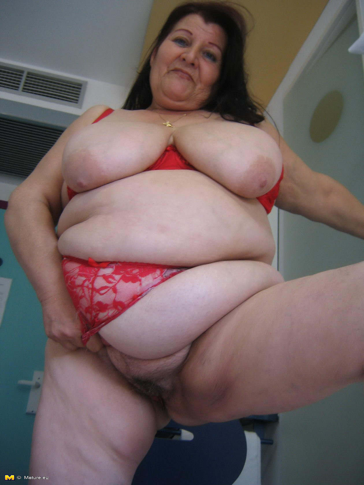 Big titted mature slut playing with herself commit error