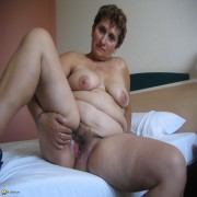 Horny mature Gina loves to play with her pussy