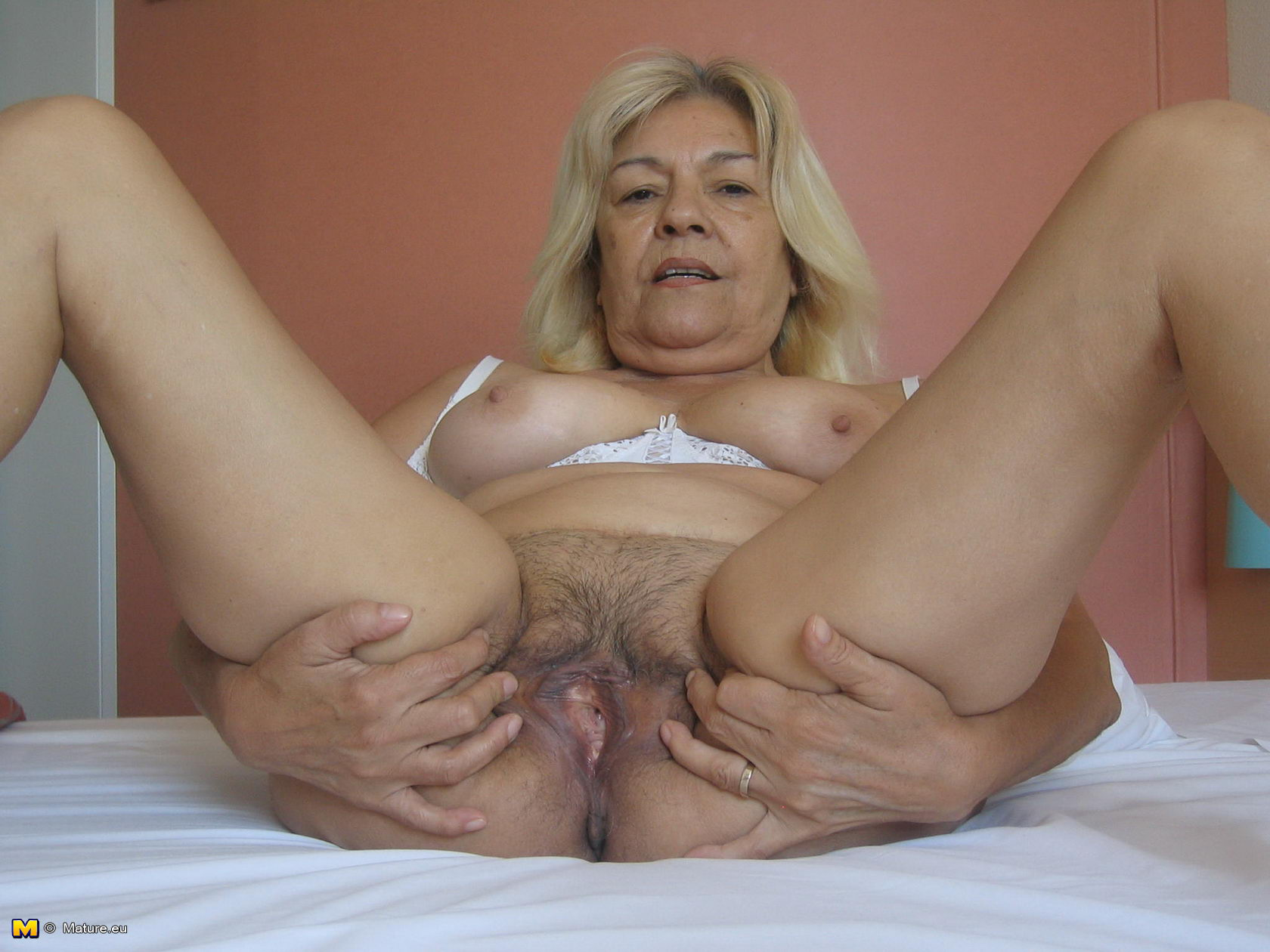 Beautiful mature women masturbating