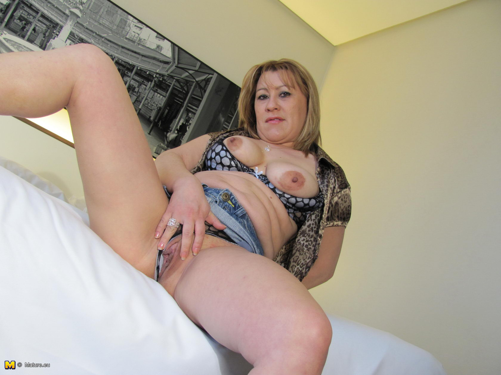with pussy Mature blonde playing her