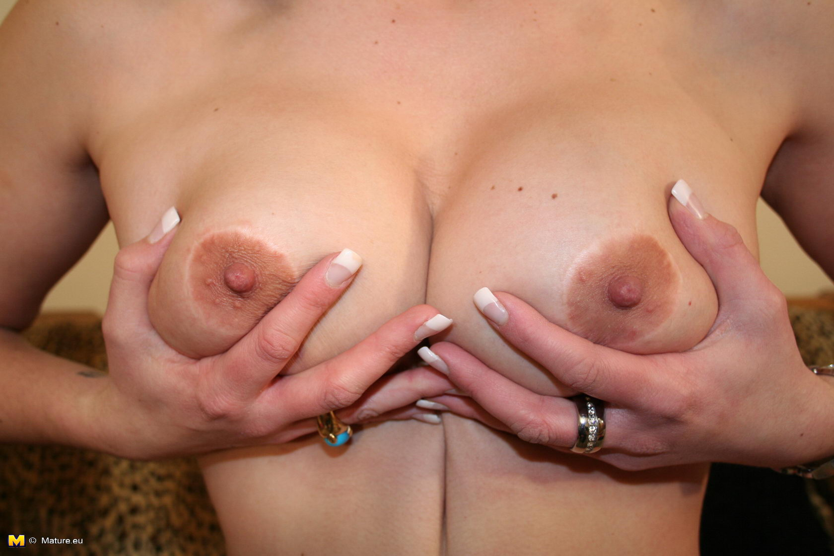 A peek at her mature pussy