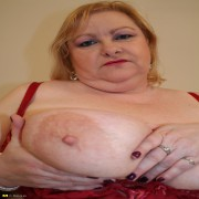 Big titted voluptous mama shakes it hard