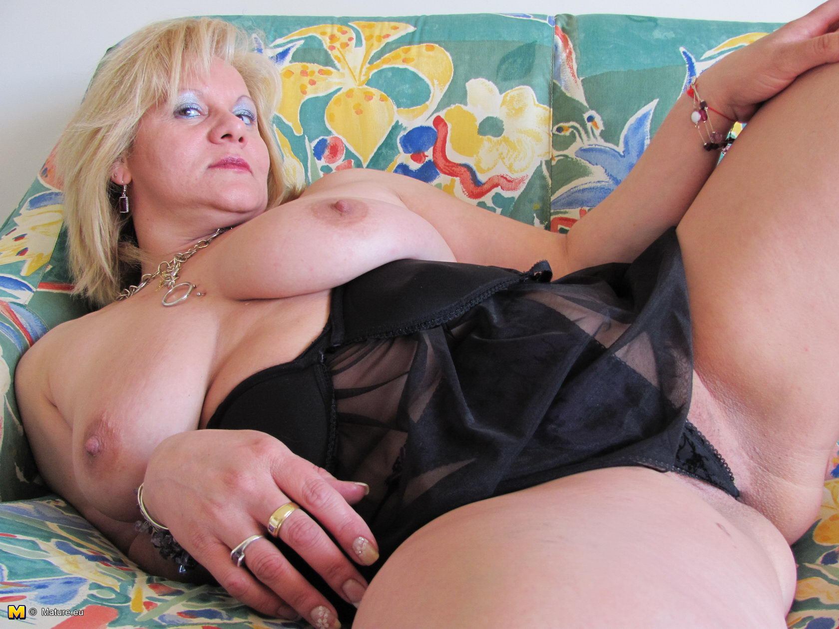 Horny mature lady pleasing herself
