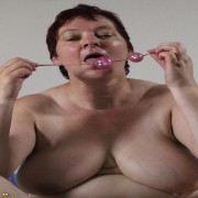 mature Ilona loves to get nasty and frisky
