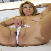 Hot mature mama playing with her wet pussy