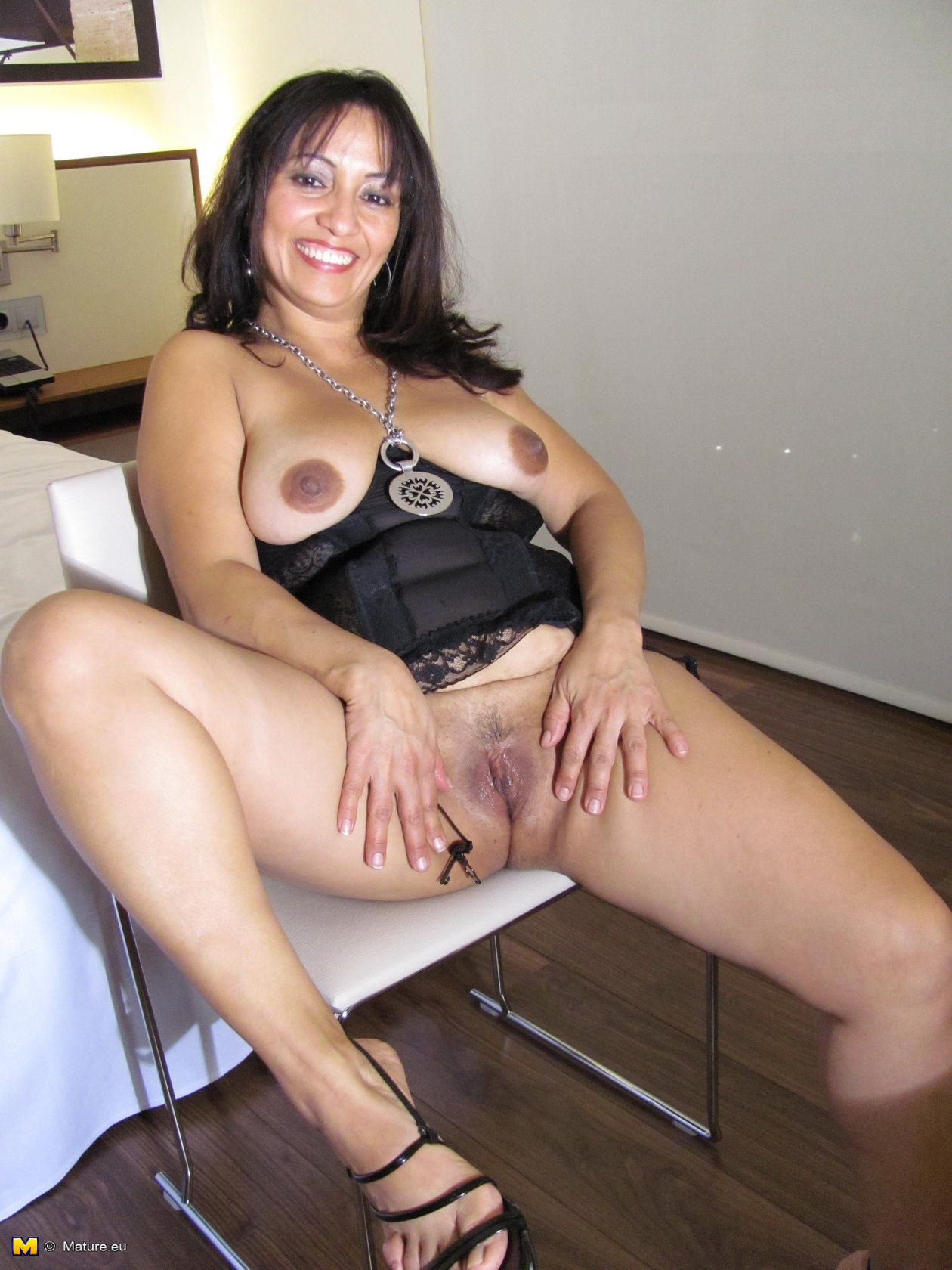 Latina mature nude women
