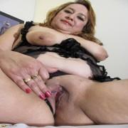 geile oma zeigt ihre rasierte fotze oma sexbilder