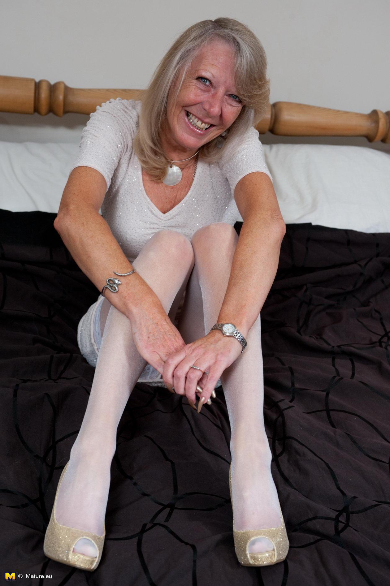 Mature slut in white stockings