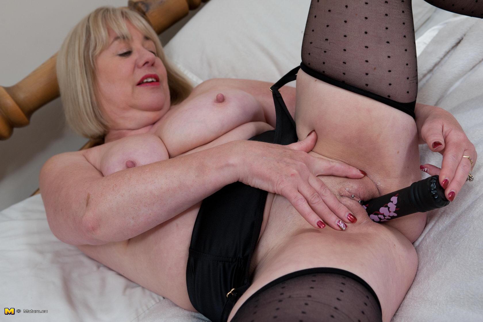 busty lingeris
