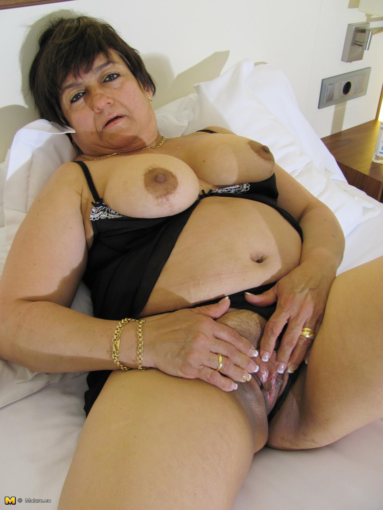 Chubby mature shaved