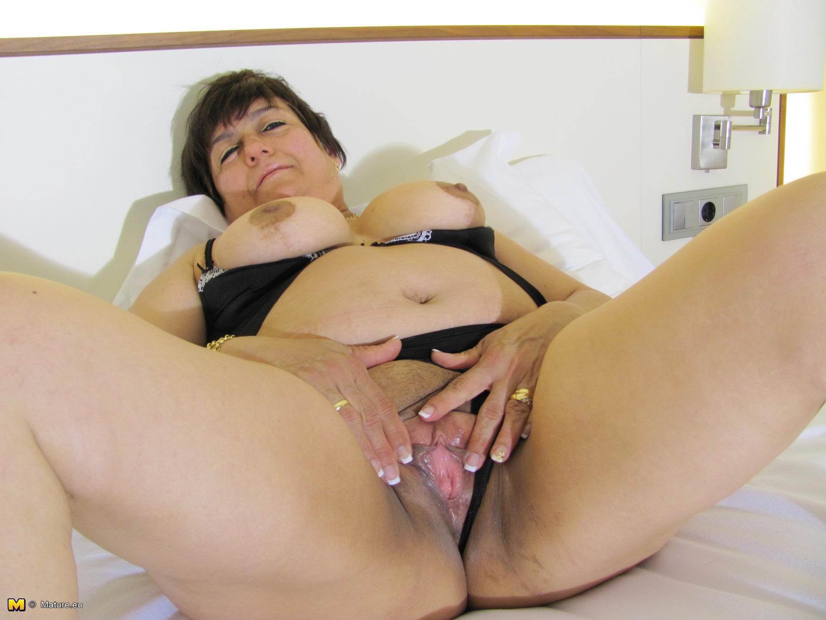 Granny gets her puss gaped during a gyno 2