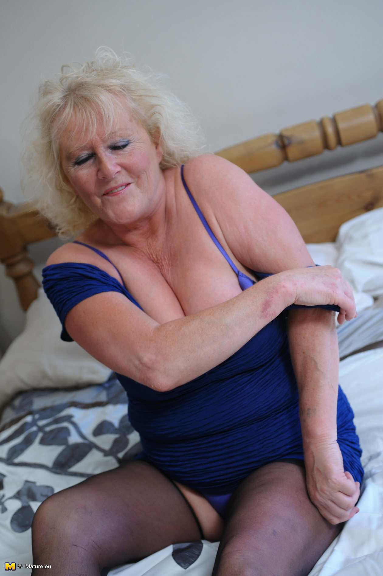 Mature claire gets some pov groping in the gym 3