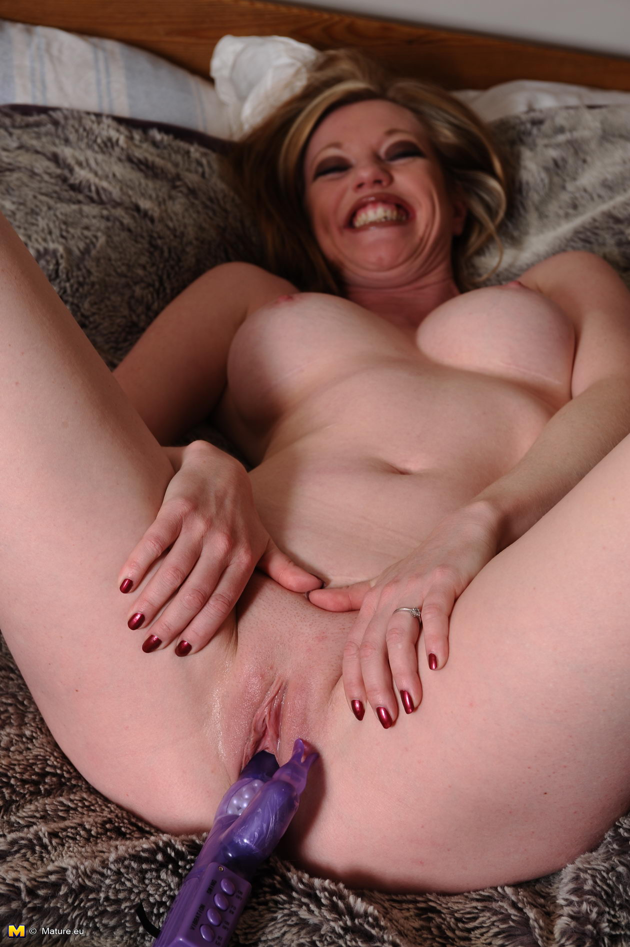 Milf playing with pussy