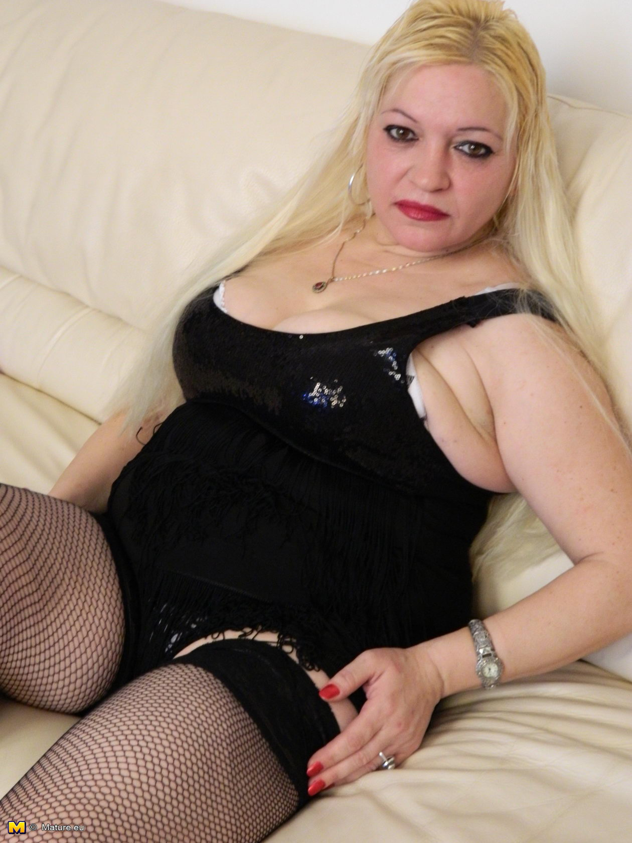 Chubby blonde mature slut in nylons