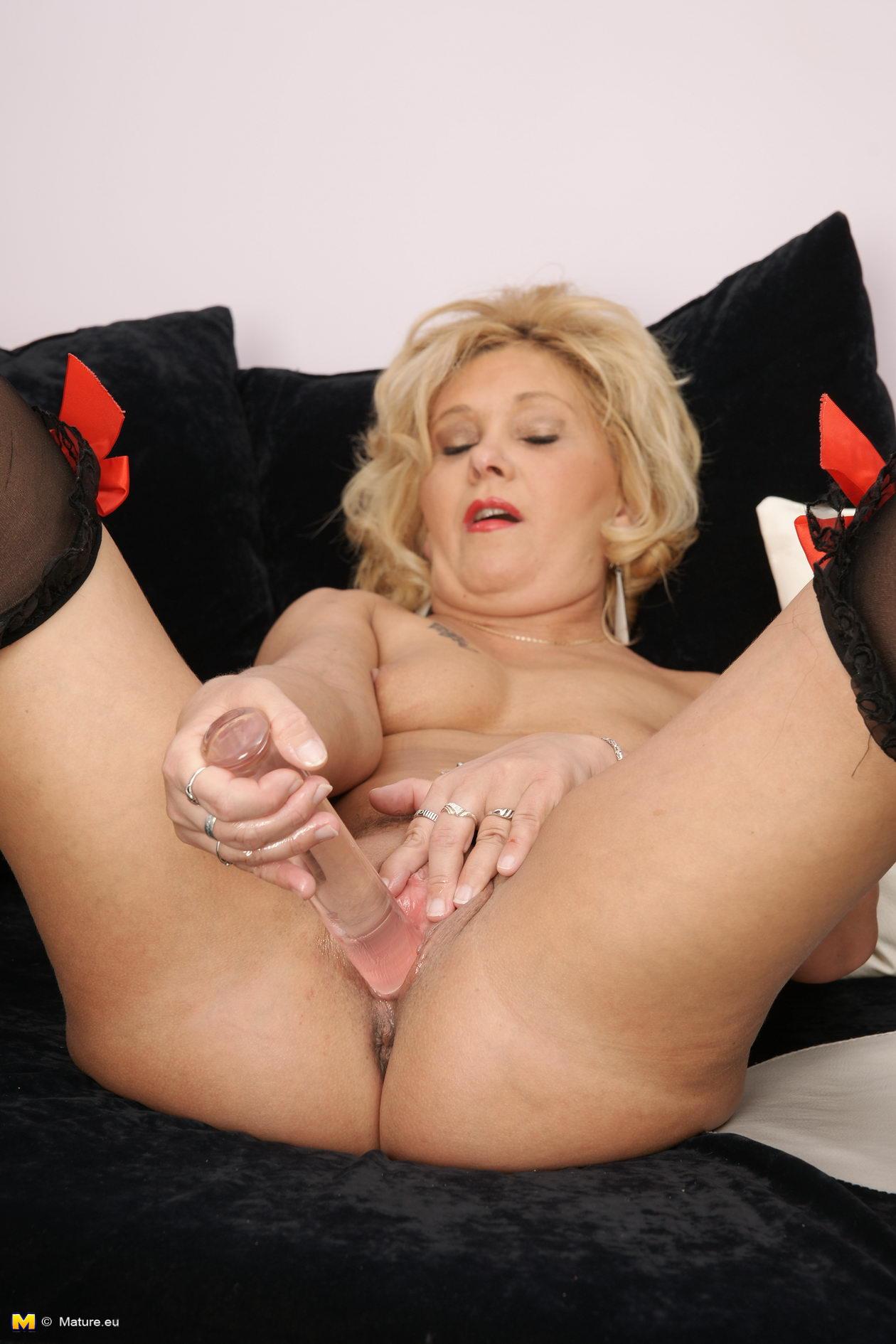 Старые женщины маструбируют икочают порно