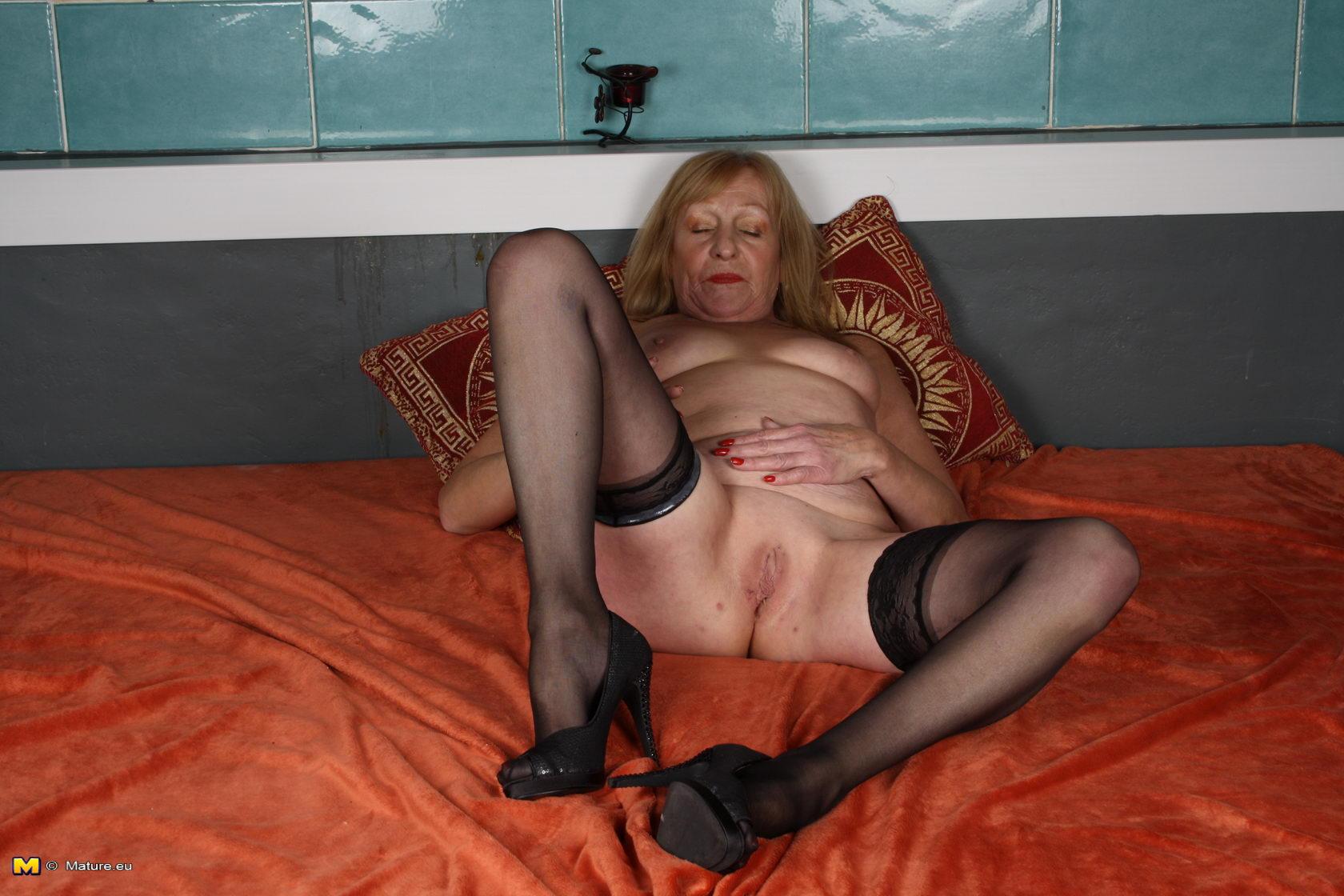 Проститутки в возрасте смотреть онлайн 20 фотография