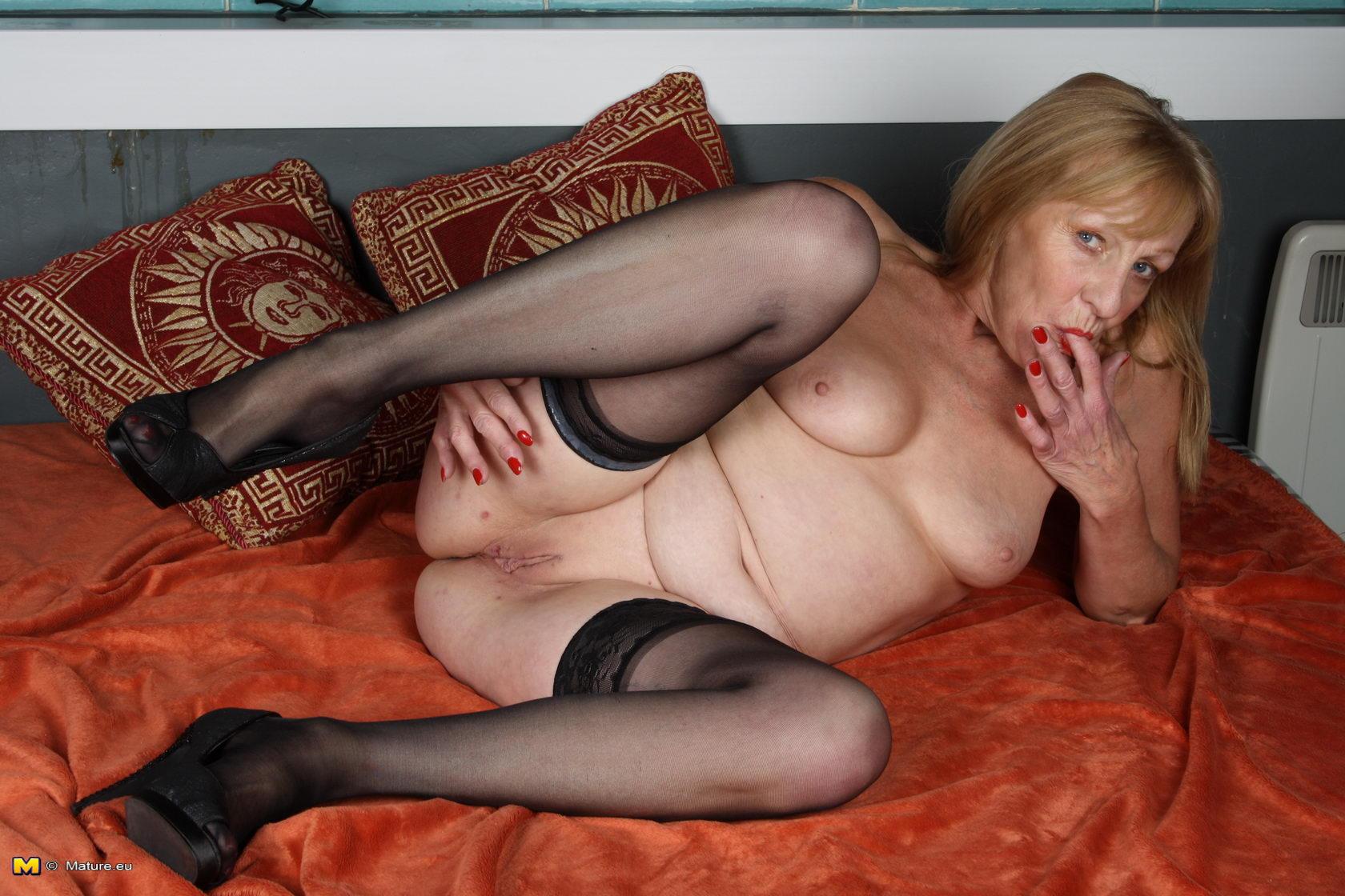 старая голая бабушка фото