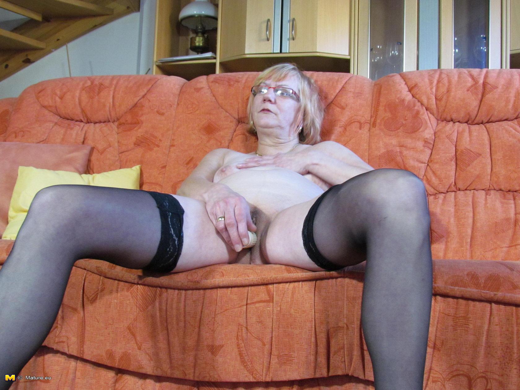 alone housewife