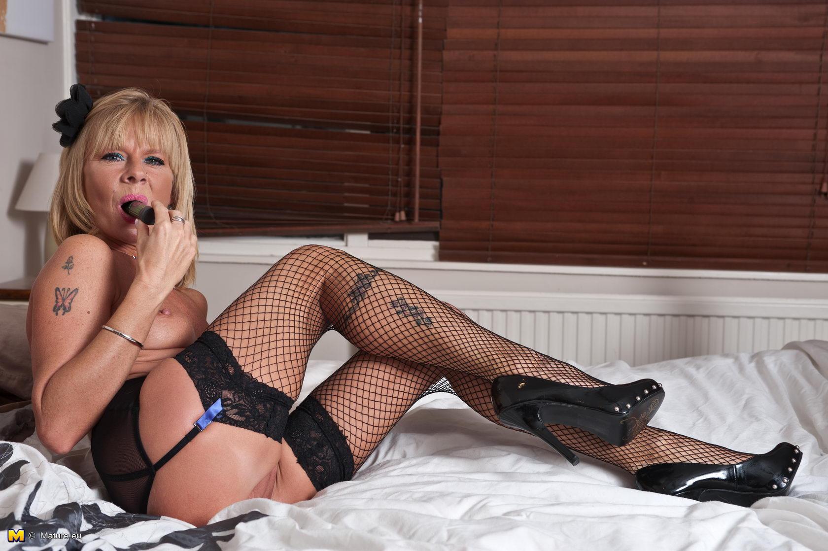 Cougar milf in nylons garter belts high heel pumps furs anal 2