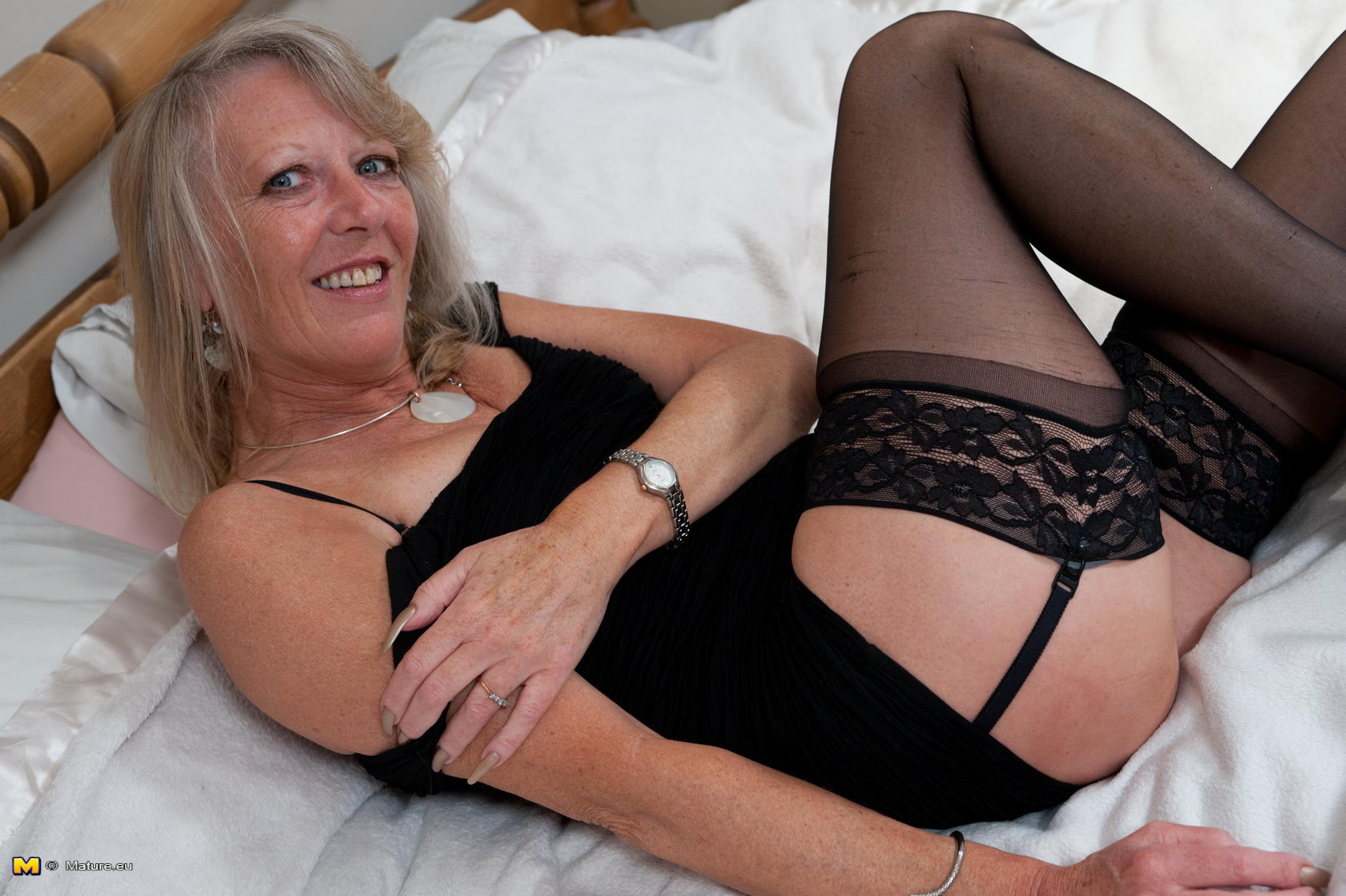 Granny nu this blonde mama loves to get naked and get on ...