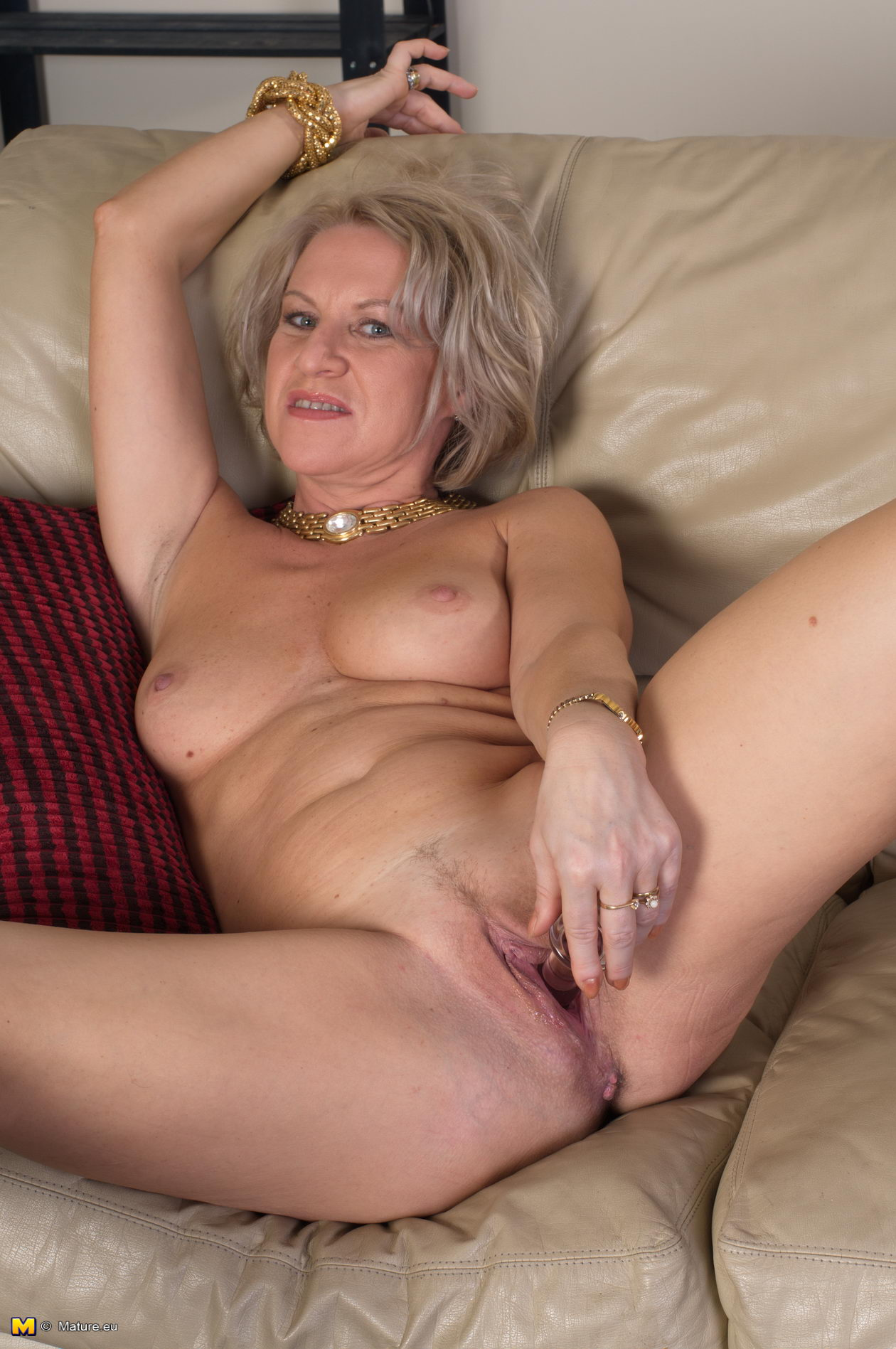 Hot! naked mature