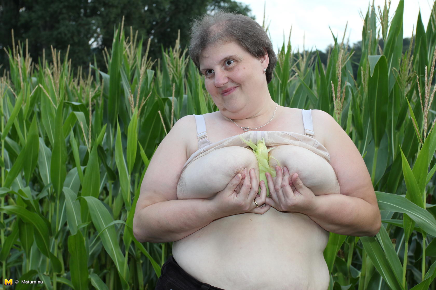 sex pictures in the corn field